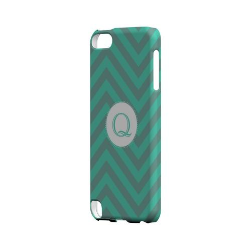Seafoam Green Q on Zig Zags - Geeks Designer Line Monogram Series Hard Case for Apple iPod Touch 5