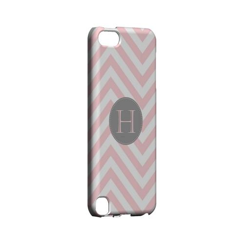 Gray Button H on Pale Pink Zig Zags - Geeks Designer Line Monogram Series Hard Case for Apple iPod Touch 5