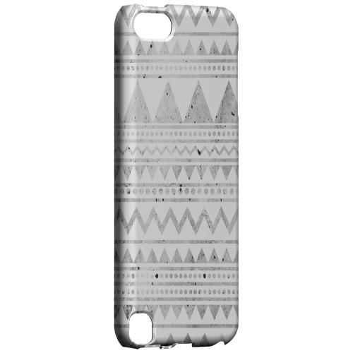 Geeks Designer Line (GDL) Slim Hard Case for Apple iPod Touch 5 - Grungy Triangles