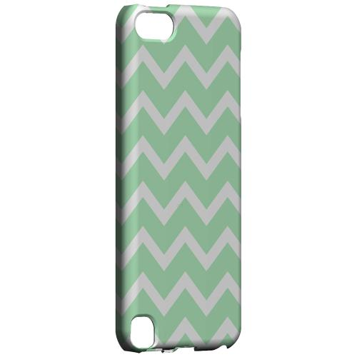 Geeks Designer Line (GDL) Slim Hard Case for Apple iPod Touch 5 - White on Mint