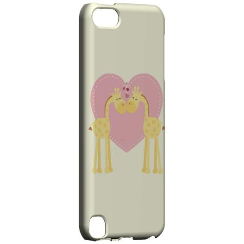Geeks Designer Line (GDL) Slim Hard Case for Apple iPod Touch 5 - Giraffe Love on Light Yellow