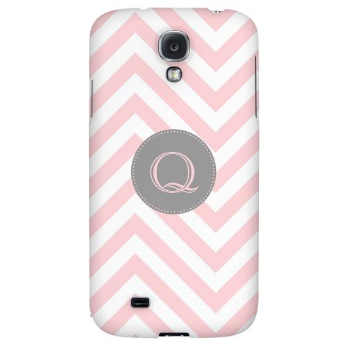 Gray Button Monogram Q on Pale Pink Zig Zags - Geeks Designer Line Monogram Series Hard Back Case for Samsung Galaxy S4