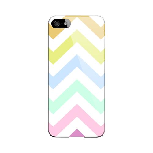 Pastel on White Geeks Designer Line Zig Zag Series Slim Hard Case for Apple iPhone 5/5S