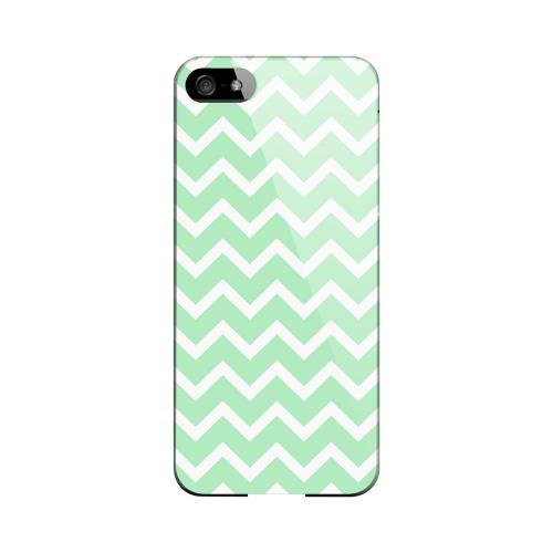 White on Mint Geeks Designer Line Zig Zag Series Slim Hard Case for Apple iPhone 5/5S