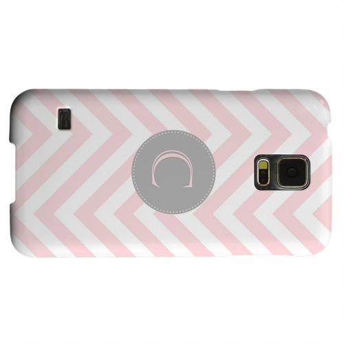 Geeks Designer Line (GDL) Samsung Galaxy S5 Matte Hard Back Cover - Gray Button Monogram C on Pale Pink Zig Zags