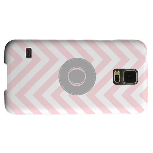 Geeks Designer Line (GDL) Samsung Galaxy S5 Matte Hard Back Cover - Gray Button Monogram O on Pale Pink Zig Zags