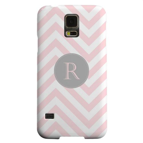 Geeks Designer Line (GDL) Samsung Galaxy S5 Matte Hard Back Cover - Gray Button Monogram R on Pale Pink Zig Zags