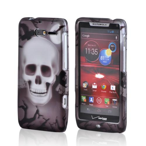 Motorola Droid RAZR M Rubberized Hard Case - Black/ Silver Skull in Graveyard