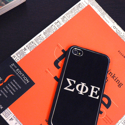 Chi Omega AT&T/ Verizon Apple iPhone 4, iPhone 4S Rubberized Hard Case w/ Hot Pink Aluminum Back & 3 Pack Screen Protectors